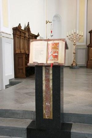 Neuer-Ambo-in-der-Liebfrauenkirche