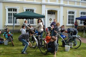 Blitzblanke-Raeder-fuer-den-1-Mai-