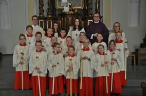 Zum Dienst bereit - 17 neue Messdienerinnen und Messdiener für unsere Pfarrei