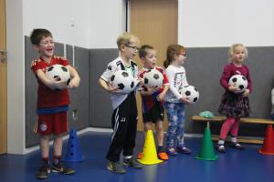 Fußball-Probetraining in der Kita St. Helena
