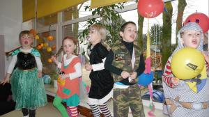 Hl. Kreuz Kitakinder feiern in der Villa Kunterbunt
