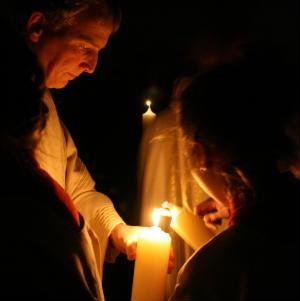 Christus ist auferstanden - Osternachtfeier mit Taufe