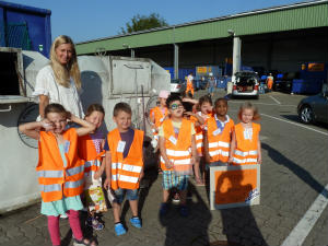 Hl. Kreuz Kita Kinder besuchten  den Lernpfad beim Wertstoffhof