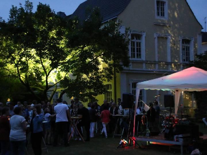 Musik und gute Stimmung beim Konzertabend im Pfarrgarten