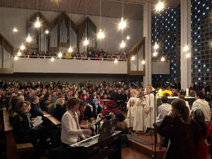 """""""Jesus der Retter ist da"""" Krippenspiel am Heiligen Abend in der Herz-Jesu-Kirche"""