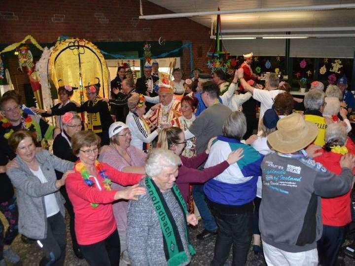 Bocholter Prinzenpaar feiert mit dem Herz-Jesu-Chor Karneval