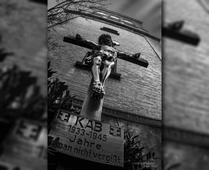 Gedenk- und Mahnzeichen KAB-Kreuz an der Liebfrauenkirche
