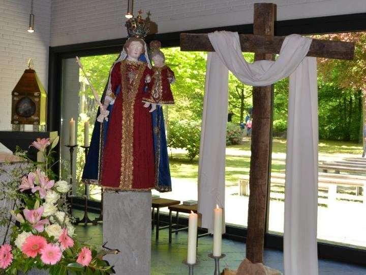 Herz-Jesu-Chor besucht die Hl. Anna und trotzt dem Wetter bei einer Schifffahrt