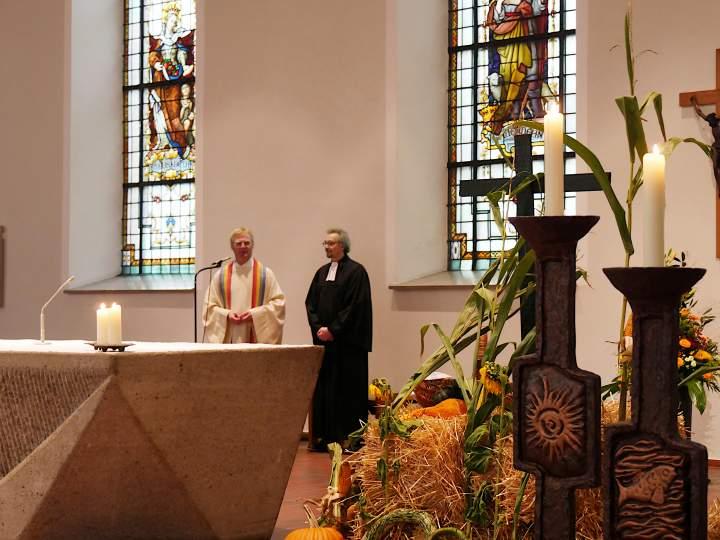 Ökumenischer Erntedankgottesdienst in der St. Helena-Kirche