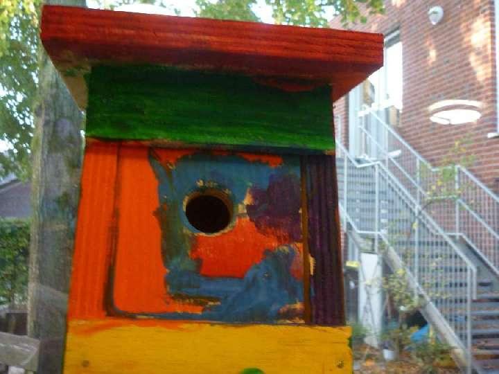 Vaeter-Kinder-der-Hl-Kreuz-Kita-bauen-fachgerechte-Nistkaesten
