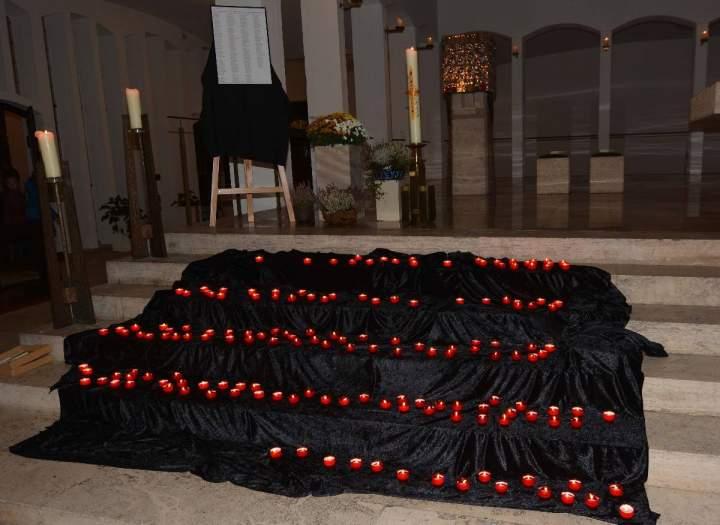 """""""Unvergessen""""- Gottesdienst mit Totengedenken an Allerseelen"""