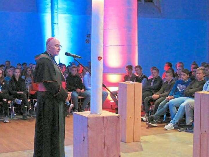 Bischof-Felix-stellt-sich-euren-Fragen