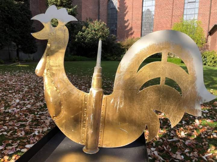Der Hahn auf dem Kirchturm