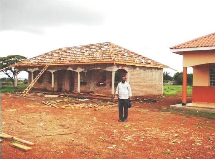 Father Paul Ngole in Moroto/Uganda benötigt Hilfe