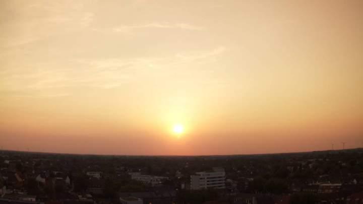 Goldener-Sonnenuntergang--Blick-ueber-Bocholt