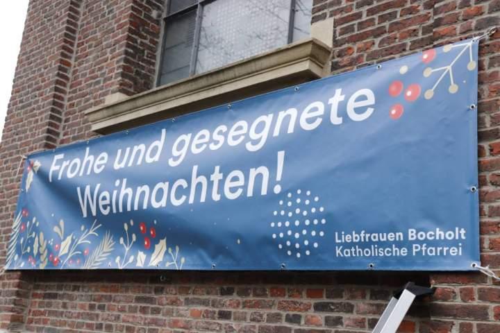 Weihnachtsgruss-in-den-Strassen-der-Pfarrei