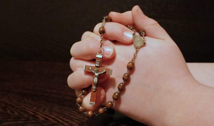 Kirchen sind zum Gebet geöffnet