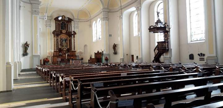 Impuls am Abend - Leere Kirche
