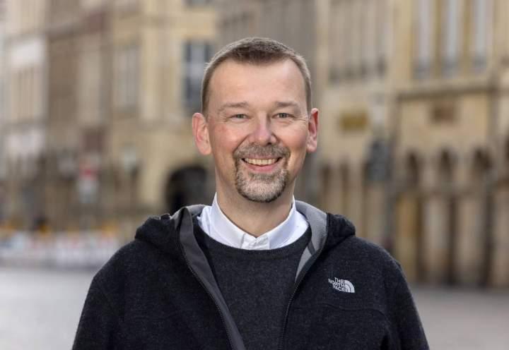 Christian Fechtenkötter wird zum Priester geweiht und Kaplan in Liebfrauen