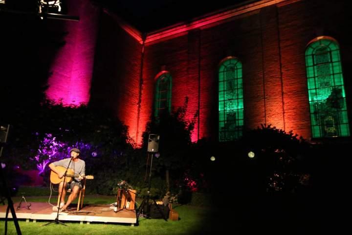 Kulturabend mit Songwriter Christian Lötters im Pfarrgarten