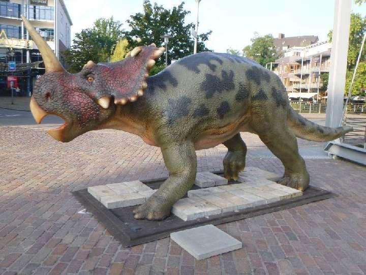 Wir-besuchen-die-Dinosaurier-in-der-Bocholter-Innenstadt