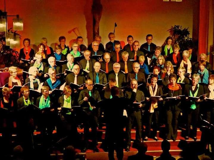 """Benefizkonzert der Vinzenzkonferenz mit den """"Singing Voices"""" aus Rhede"""
